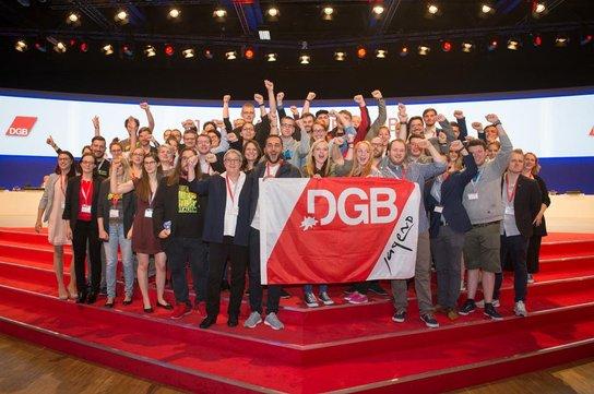 DGB-Jugend auf der Bühne des DGB-Kongresses