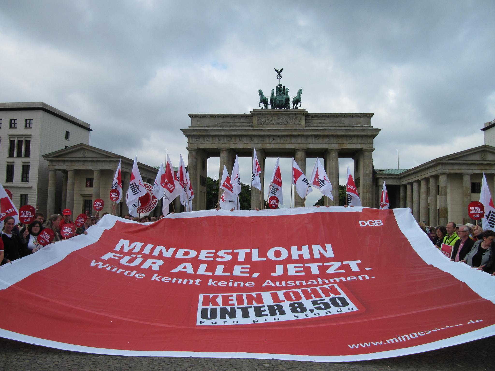 Milo-Plakat vor dem Brandenburger Tor