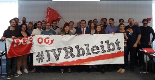 Hubertus Heil mit Gewerkschaftsjugend und Transparent