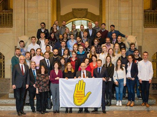 """Gruppenfoto """"Gelbe Hand""""-Gewinner"""