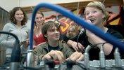 Kinder vor einem Mischpult - Radio