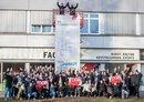 Aktion mit Hebebühne: Gewerkschaftsjugend fordert ein Upgrade