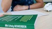 Buch Mit Erfolg BEWERBEN ein leeres Blatt