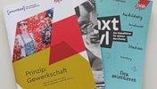Broschüren der DGB-Jugend übereinandergelegt alle Farben