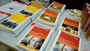 Broschüren von students at work